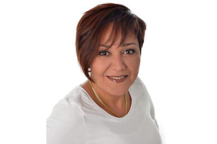 Julliet har över 20 års erfarenhet inom yrket med bakgrund från flera kryssningsfartyg där hon bland annat varit chef på en spa-avdelning. Hon är utbildad inom barbering från Barcelona hair academy  och är en positiv person som brinner för frisöryrket.